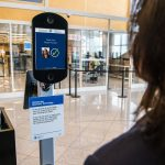 Delta lanza la primera prueba de identidad digital doméstica en los EE. UU., proporcionando una experiencia sin contacto desde que llega al aeropuerto